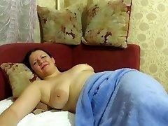 мать спала с шариками в ее киску