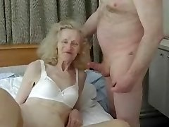Amateur feo de la abuela recibe un golpe tonto