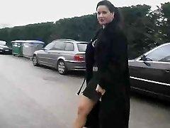 Pareja juega con una travesti