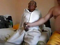 Viejo follando a la grasa
