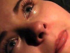 Orgasmo y llorando de dolor en el BDSM bondage