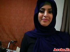 Árabe hijabi follada en prohibido apretado coño