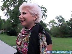 PublicAgent Rubia lesbianas aprende a chupar una gran polla