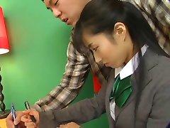 Sexy Japonská Holka Ve Školní Uniformě Jede Na D