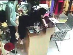 Šef seksa s radnik za kasu u Kini