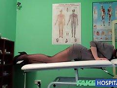 FakeHospital G mrlja masaža postaje vruće vlažne crnke