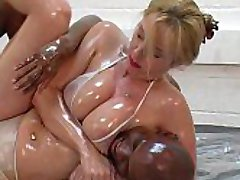 Mixed Oil Wrestling 028 - Gefangen - Lucy