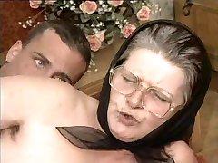 Dlakav baka naočale i maramu пиздец
