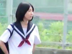 slatka Japanski student seks u automobilu