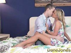DaneJones mlada plavuša topla romantična бля