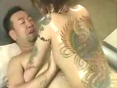 vytetované japonské dostane v prdeli