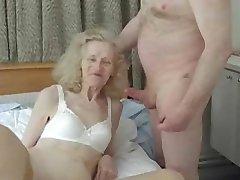 Ošklivé amatérské granny gets banged hloupé