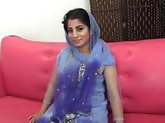 Paki-Indická muslimská Dívka v prdeli s 10 cm černý kohout