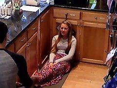 隠れたカム大学ティーンレジ女の子の足の足
