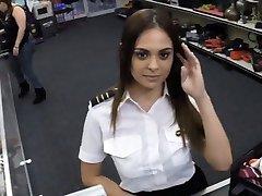 Sexy letuška v prdeli pěšce muž v pokoji wc