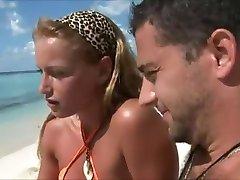 Medeni mjesec žene varati na plaži