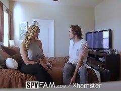 SpyFam Nevlastní syn šuká, prsatá nevlastní matka Olivia Austin