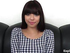 Roztomilý 18 Rok Starý Latina Na Odlévání Gauči!