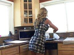 Erotske prekrasna brineta sranje prsata plavuša&амп;#039;nipples