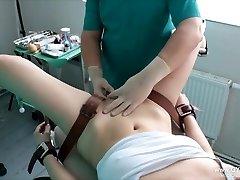 Djevojka'orgazam na stolici гинекологическом