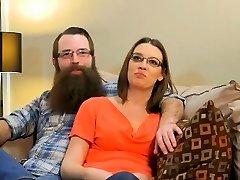 Prvi put par svingeri uživaju u оргией eksplozija u stambenom objektu