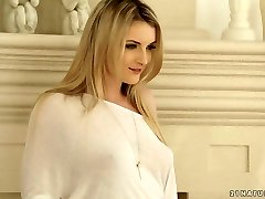 Desirable platinum-blonde beauty Jemma Valentine gets penetrated well