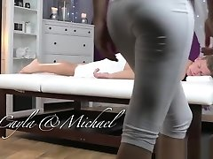massage kamers blonde tiener zuigt en neukt grote pik voor creampie