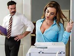 Natasha Nice & Charles Dera v Kanceláři Zahájení - Brazzers