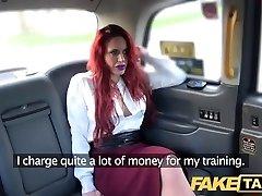 фейк taksi crvenokosa prsata osobni trener u divlje stražnjem sjedalu taksija бля