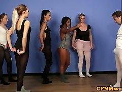 britanska balerina dominira instruktor