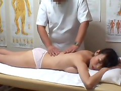 Real hidden cam sex for Asian girl in the massage parlor