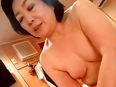 Asian grandma give the handjob