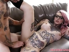 Inked punk slut gets her puss drilled