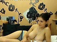 Namorada Sexy mostra seus enormes peitos naturais na cam