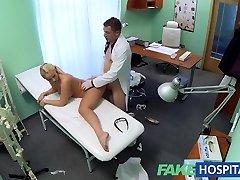 FakeHospital Loira com grandes mamas quer ser uma enfermeira