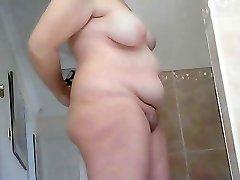 Robusto maduro esposa antes e após o banho