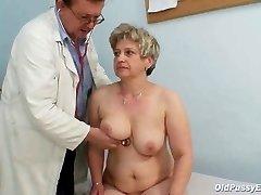 Maduro buceta gorda Ruzena ginecomastia espéculo bizarra clínica de exame