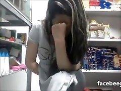 teen se masturbe devant la webcam partie 1