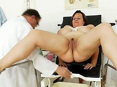 Pussy pumping and pissing act featuring big fat Russian tart Olena