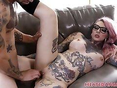 Fechou emo puta recebe seu bichano perfurado