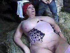 FRANCÊS BBW AVÓ OLGA FODIDO POR 2 HOMENS EM A FAZENDA
