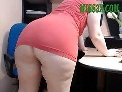 Senior mature mom show her beautiful big caboose