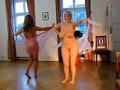 Nahé Ženy. Erotický Tanec