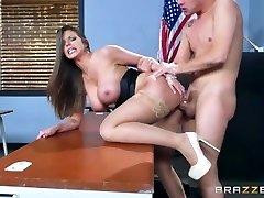 Brazzers - Sexy milf Brooklyn Haunt teaches her student