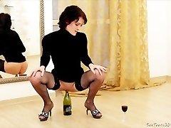 Slim COUGAR likes inserting bottle into pussy & handballing