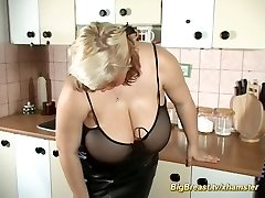 houswife with extraordinary enormous naturlals