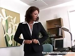 Manager lady evaluates her worker's dick at the office