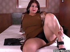 Latina PLUS-SIZE cougar Carmen has nylon fetish