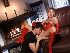 Blonde surprises her husband and gives a excellent fuck