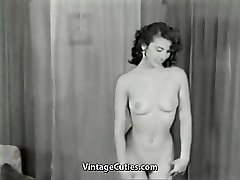 Nude Brown-haired Teases with Perfect Bod (1950s Vintage)